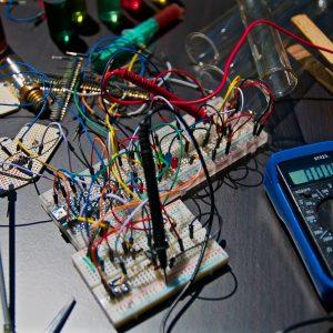 Les électriciens et les outils qu'ils utilisent